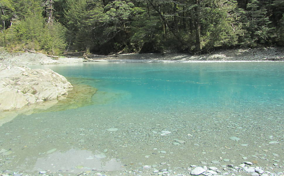 Piscina natural no rio Dart, em Glenorchy, local de inúmeras cenas do filme. Foto: Vanessa Barbara/Folhapress