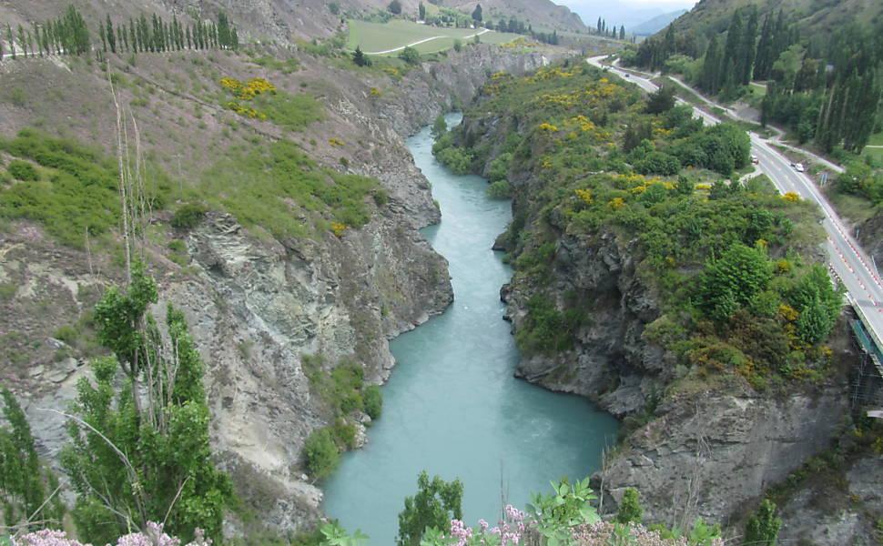Vista para o rio Kawarau, que no filme fez as vezes de rio Anduin. Ali foram erguidos digitalmente os Argonautas, ou pilares dos reis. Foto: Vanessa Barbara/Folhapress